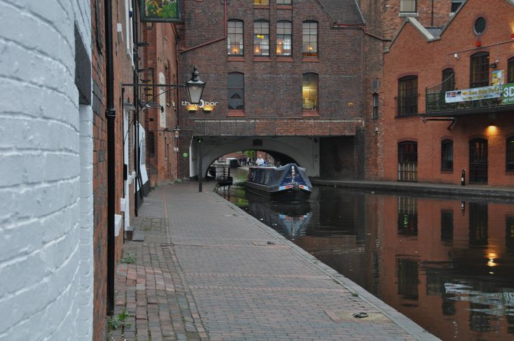 Birmingham Building Exterior Canals And Waterways Cityscapes England Night Photography Statues Streetphotography