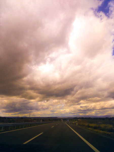 cielo intenso Nubes Y Cielo Sombras Y Luces... Carretera Road Sky Spain♥ Sun Sky And Clouds Intensidad Paz ✌ Daytime