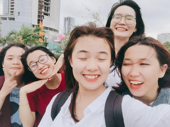 Viện bảo tàng đón chúng tôi bằng một bầu trời âm u ám :))) 加油清泉 Teenage Girls Young And Beautiful Vietnamese Saigonese Happiness Freshness Triển Young Outfit Childhood Triển Và Đồng Bọn 很可爱 Smiling 胡志明 西贡 Lifestyles Student Friendship Togetherness Outfitoftheday