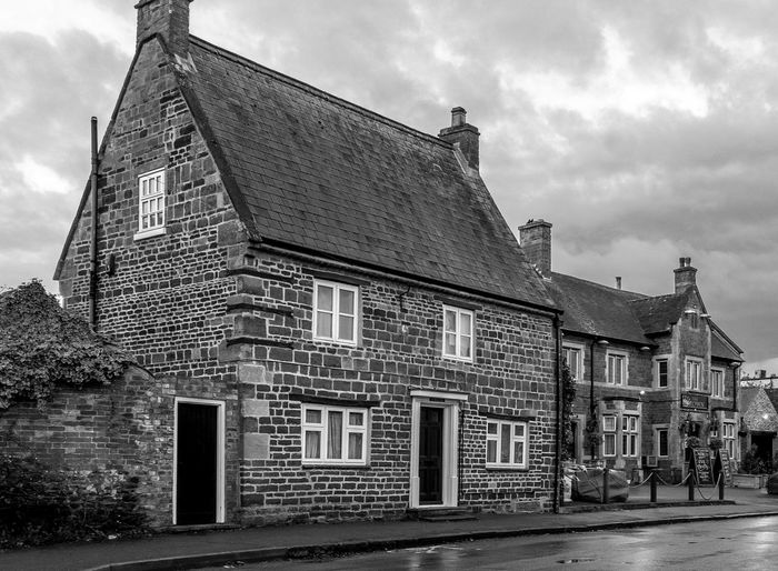 House and Pub, High Street, Hardingstone Northampton Pubs Village Black And White Architecture Monochrome Northamptonshire Hardingstone Fujifilm X100T