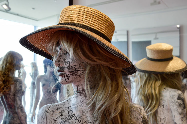 EyeEm Selects Art Exhibition Art Exhibition Manikin Close-up Detail Arts Culture And Entertainment Indoors  Only Women Hat Fashion Mannequin One Person Store The Week On EyeEm Personal Perspective Reflection