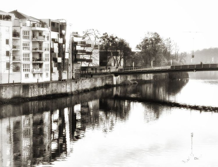 Wasserlinie _____ Reflection Architecture Water Building Exterior Built Structure Outdoors No People Nature Winter Bare Tree Snapseed Editing  Blackandwhitephotography Snapseed Edit Textured  Artistry_emotions Fa_fadeaway Mode_emotive Textured Effect EyeEmNewHerе