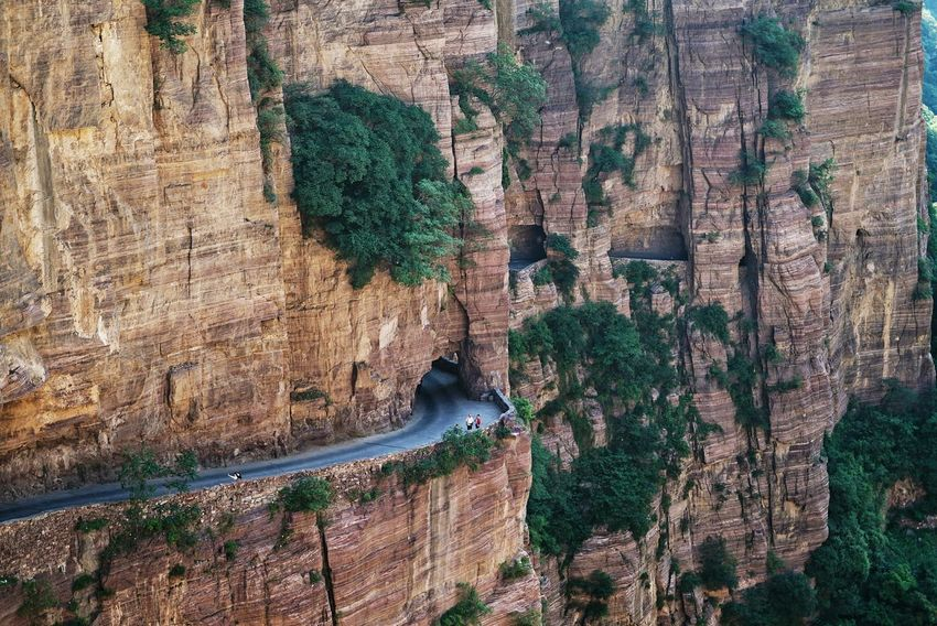 China Photos Natural Tunnel People Watching On A Hike Landscapes On The Road Mountains Nature Nice Views Enjoying The Sights From My Point Of View Outdoors Travel Landscape_Collection Urban Nature China Taking Photos Streamzoofamily Showcase June The Street Photographer - 2017 EyeEm Awards The Great Outdoors - 2017 EyeEm Awards