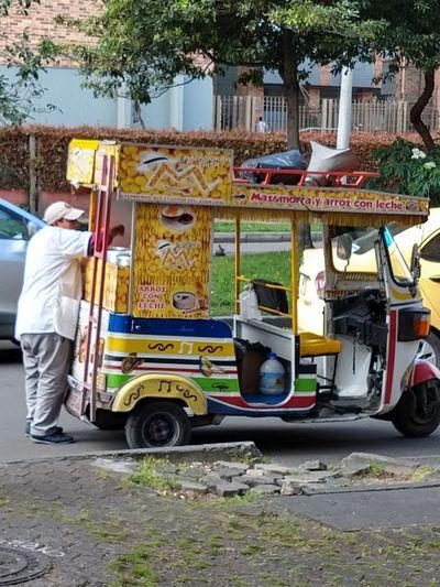 économie infórmale. Bogotá. Colombia. City Full Length Men