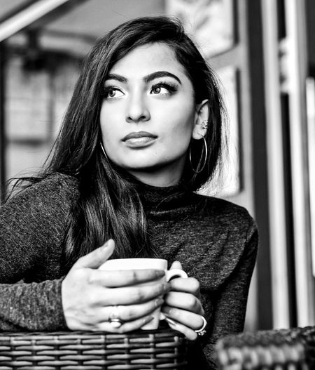 City Portrait Human Hand Young Women Beautiful Woman Women Beauty Beautiful People Tea - Hot Drink Human Face Coffee Hot Drink Tea Hot Chocolate Mocha Cafe Macchiato Espresso Non-alcoholic Beverage Black Tea Cup Froth Art Monochrome Latte Cappuccino Black Coffee Thoughtful Beverage Coffee Cup
