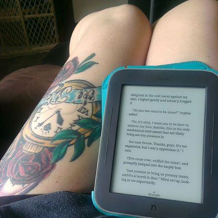 A little early morning reading before work. Thightattoos Legs Nook Girlswithtattoos legtattoos tattooedwomen tattooedandemployed tattoos tattoosofinstagram