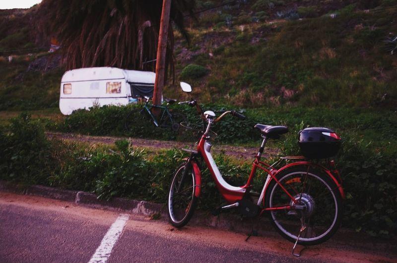 Hay alguien observando al caer la noche. Somebody's watching me at sunset. Playa De Las Teresitas  Lowlight Caravan Cycle Motorcycles The Tourist
