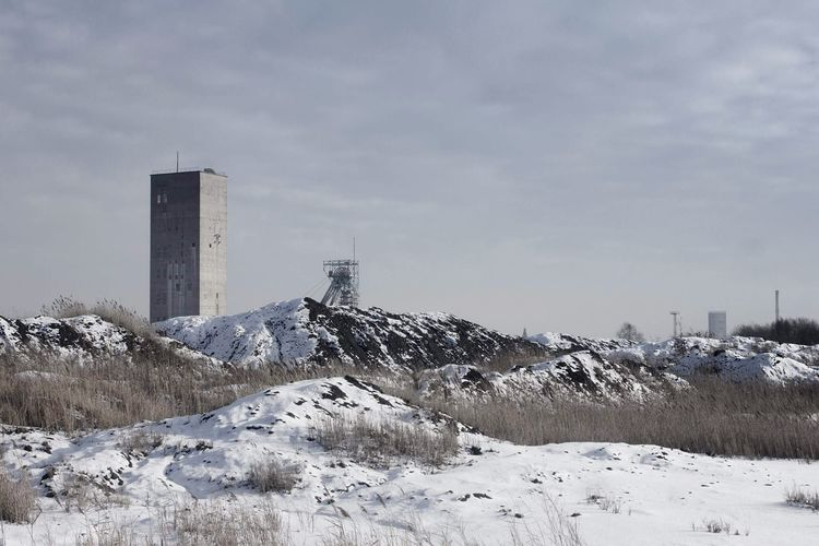 "Mine Shaft ""Foch"" during winter in Knurów Industrial Mine Coal Coal Mine Mine Shaft Spoil Pit EyeEmNewHere Poland Urban Colour Your Horizn Winter Snow Cold Temperature Weather Frozen Outdoors Nature No People Landscape City"