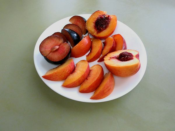 a peach, a nectarine and a plum Healthy Eating Fruit Freshness Plate Ready-to-eat Nectarine Peach Plum Fruits Sliced Fruits Sliced Fruit No People High Angle View