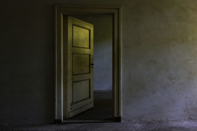 Krampnitz Door Entrance Architecture Indoors  No People House Building Built Structure Wall - Building Feature Old Open Wood - Material Abandoned Day Doorway Room Zimmer