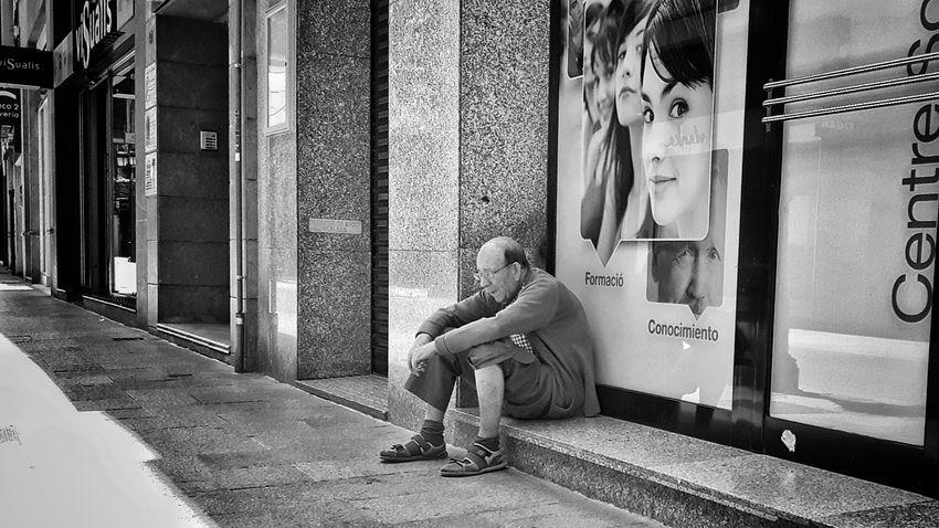 Street Everyday Streetphotography People Black And White Streetphoto Mobile Photography Street Photography Black & White B&w Monochrome Mobilephotography People_bw Streetphoto_bw PhonePhotography B&w Photo Phone Photography People Photography