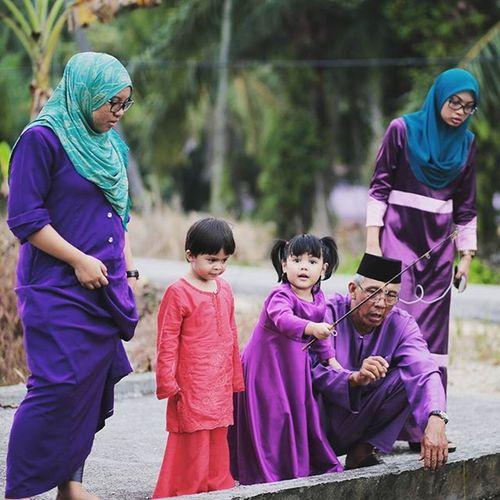 Raya sakan with Pakmailfamilys Syukurselalu Anugerahsyawal Alhamdullilah Raya Syawal Ramadhan Puasa Inibaru raya Eid Eidmubarak Aidilfitri 2015  Photoshoot Rayasakan Raya2015 Family Pkk Eid2015 Like4like Likeforlikes Aidilfitri2015