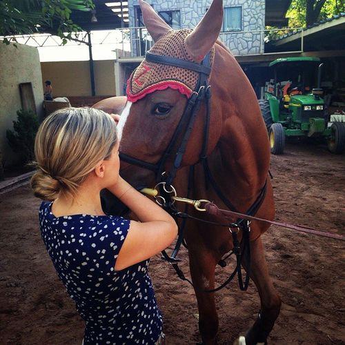 Hoy antes de primer caída @anasadaz de Testigo ...y claro con sus orejeras por distraída Hiperactiva Juguetona Cuantoamor yameperdono ladejepelona CholulalaEscondida horses