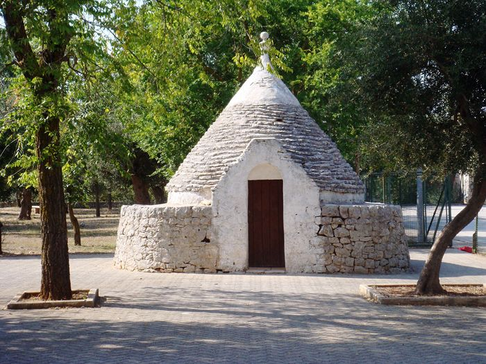 Tree Architecture No People Nature Outdoors Day Trulli Houses Castellana Grotte Puglia Italy Frainf