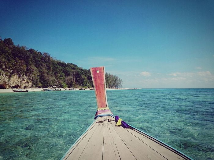 Islandlife PhiPhiIslands Phiphirelaxbeach Beautiful Nature Beachphotography Longtailboat Thailand_allshots Travelphotography Clear Water Clear Sky Beautiful Day Feel The Journey Mission Feel The Journey On The Way