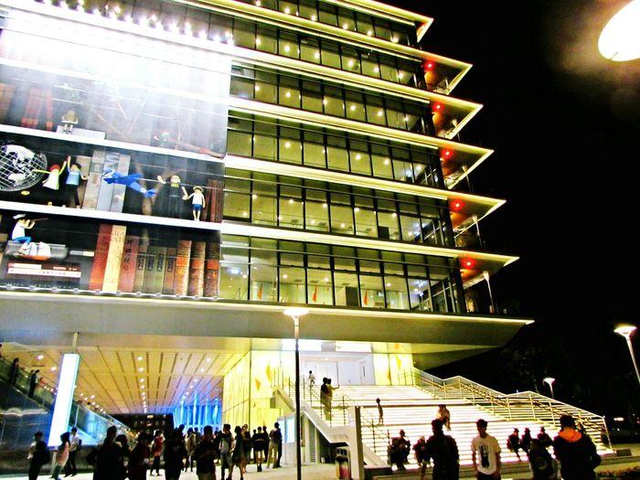 高雄市立圖書館總館 高雄市 Kaohsiung City 右邊