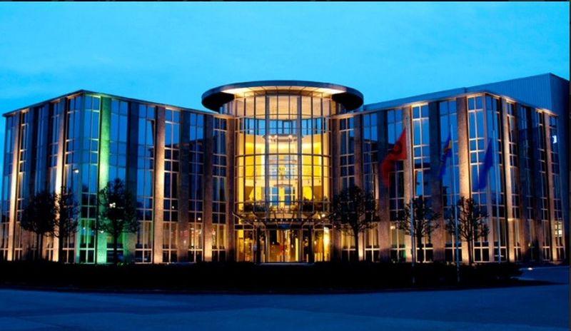 Dinklage Architektur Gebäude Glas Blauestunde Firma Dettmer Abend Niedersachsen Lohne/Dinklage Architecture Blue Sky Cubefotografie #cubefotografie