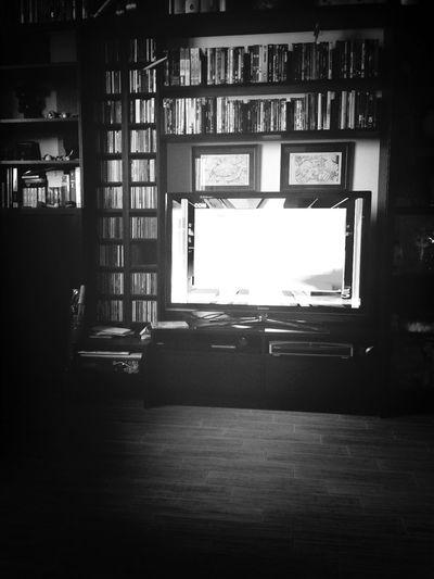 Con l'influenza a casa, immerso nel trash televisivo del mattino.
