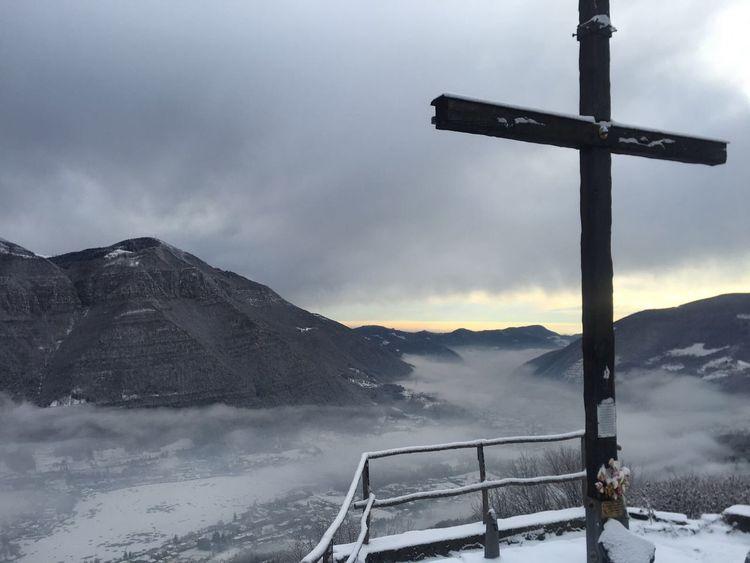 Amazing Camminata ❤ Vista Dall'alto Home Panorama Cross Mountain Snow Winter Cold Temperature Weather Mountain Range Sky Nature Beauty In Nature