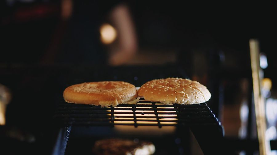Food Food And Drink Indoors  Bread Freshness Heat - Temperature Close-up No People Grilled Ready-to-eat Healthy Eating Night Burger Burgers Grill Grilling Cooking (null)Hot Dog Freshness Bread Roll