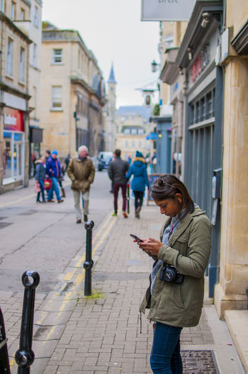 People in Bath Architecture Bath Building Exterior Built Structure City Communication Connection Lifestyles Mobile Phone Outdoors People Portable Information Device Real People Street The Week On EyeEm EyeEm Gallery EyeEm Selects Postcode Postcards EyeEmNewHereThe Street Photographer - 2017 EyeEm Awards Walking Wireless Technology Woman Young Adult The Great Outdoors - 2017 EyeEm Awards