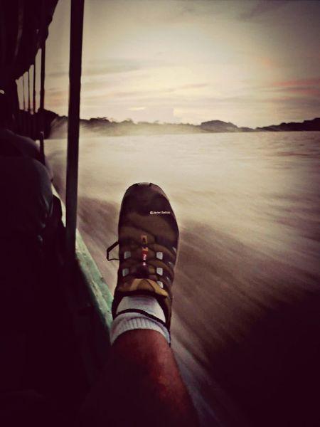 Por el río en Tortugero cruzando de orilla a orilla Travelling Travel Photography Viaje A Costa Rica Fotografia De Viaje