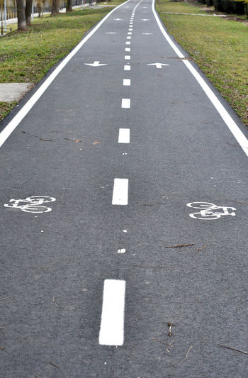Bicycle road sign, bike lane Bike Lane City Icon Path Travel Asphalt Bicycle Bicycle Rack Bicycle Road Bicycle Sign Bicycling Bike Ecological Healthy Indication No People Outdoors Road Road Sign Sport Street The Way Forward Track Transportation Urban