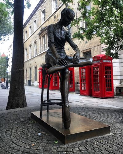 Statue Sculpture City Tree Red Phone Boxes Covent Garden  London Ballerina