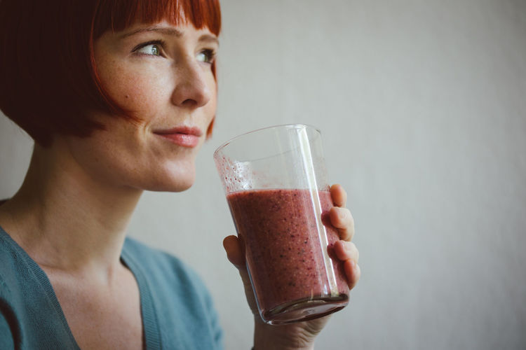 Adult Close-up Cold Drink Day Drink Drinking Drinking Glass Freckle Freshness Healthy Eating Healthy Lifestyle Holding Horizontal Indoors  One Person One Woman Only One Young Woman Only Only Women People Person Redhead Refreshment Smoothie Young Adult
