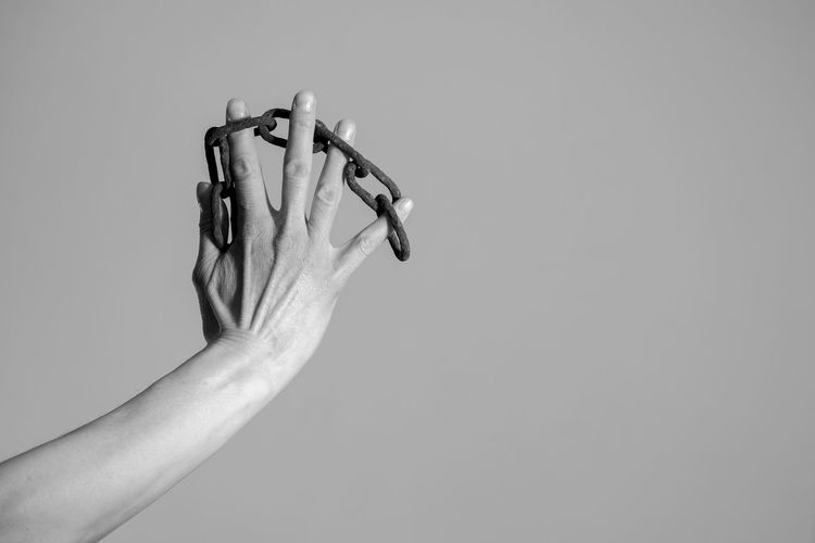 hand and chains