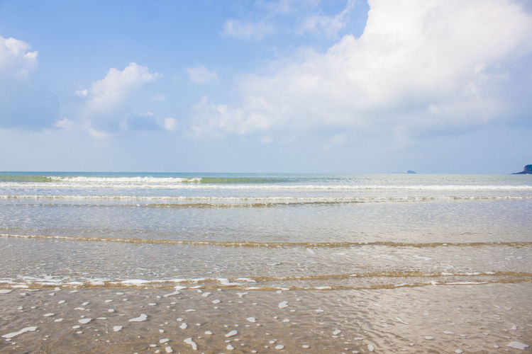 Sea Water Sky Beach Cloud - Sky Land Horizon Scenics - Nature Horizon Over Water Tranquility Beauty In Nature Wave Tranquil Scene Nature Day No People Non-urban Scene Outdoors