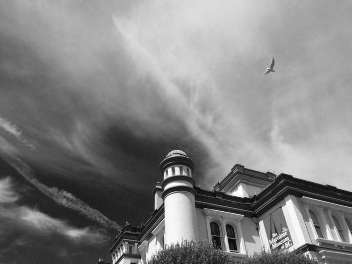 Free as a Bird (beauty in our surroundings) Architecture Blackandwhite The Architect - 2015 EyeEm Awards The Traveler - 2015 EyeEm Awards The Minimals (less Edit Juxt Photography) Capturing Freedom Cityscapes Shades Of Grey