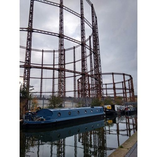Regent's Canal yesterday afternoon, by Broadway Market Gastower Gasometer Canal Eastlondon London Autumn VSCO Vscocam Vscodailydose Vscolondon Iglondon Androidonly Nofilter