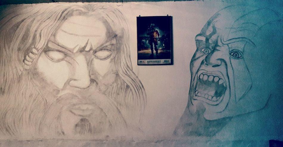 السلام عليكم . . . . رسم شخصيه kreatos وابوه zeus من لعبه god of war 😍 بغرفتي ان شاء لله ينال اعجابكم . خوش ارسم ها😆 ............ hi there this is my draw in my room you know. god of war. game😭im crazy about it i hope you like it