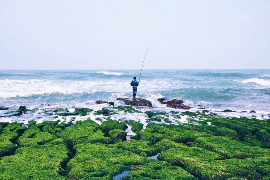 Canon Canonphotography VSCO Vscocam Waves Sea Fishing Green Rocks Waiting Beauty In Nature Seasonal
