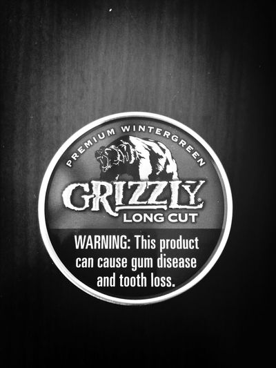 new pack of grizzly on this windy day. Grizzly American Snuff