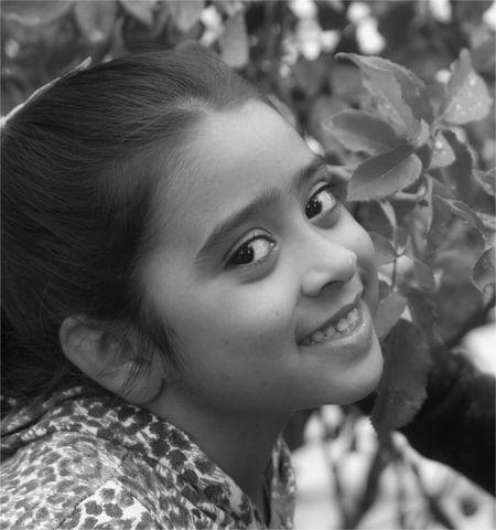 no eduques a tu hijo para que sea rico. ..hazlo para que sea feliz. ..asi cuando sea mayor conocerá el valor de las cosas y no su precio. ...☆★☆★☆FELIZ NOCHE -DULCE AMANECER! !!. Black And White Children's Portraits Childrenphoto EyeEm Best Edits