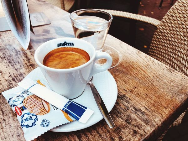 Espresso Lavazza Lavazza Robusta Arabica Coffee Espresso Food And Drink Drink Coffee Refreshment Cup Coffee - Drink Mug Coffee Cup Table High Angle View Freshness Still Life Food Text Indoors  Eating Utensil No People Kitchen Utensil Spoon Crockery