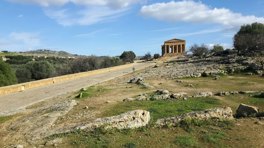 Tree Nature Green Color No People Beauty In Nature Outdoors Day Field Sky Built Structure Scenics Rural Scene Architecture Landscape Agriculture Cloud - Sky Grass Temple Greek Agrigento Sicily Italy🇮🇹 Vale Dei Tempi