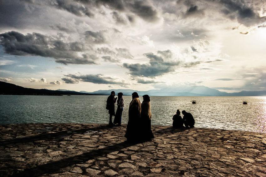 The Photojournalist - 2016 EyeEm Awards Friendship Fondness Conversation