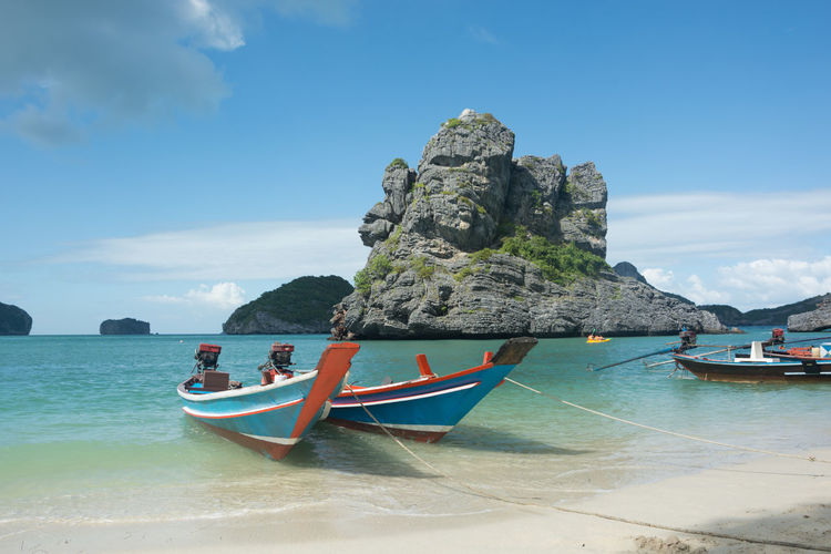 ANGTHONG NATIONAL MARINE PARK , SAM SAO ISLAND , THAILAND Angthong National Marine Park Thailand Beauty In Nature Cliff Day Mountain Nature No People Outdoors Rock - Object Rock Formation Scenics Sky