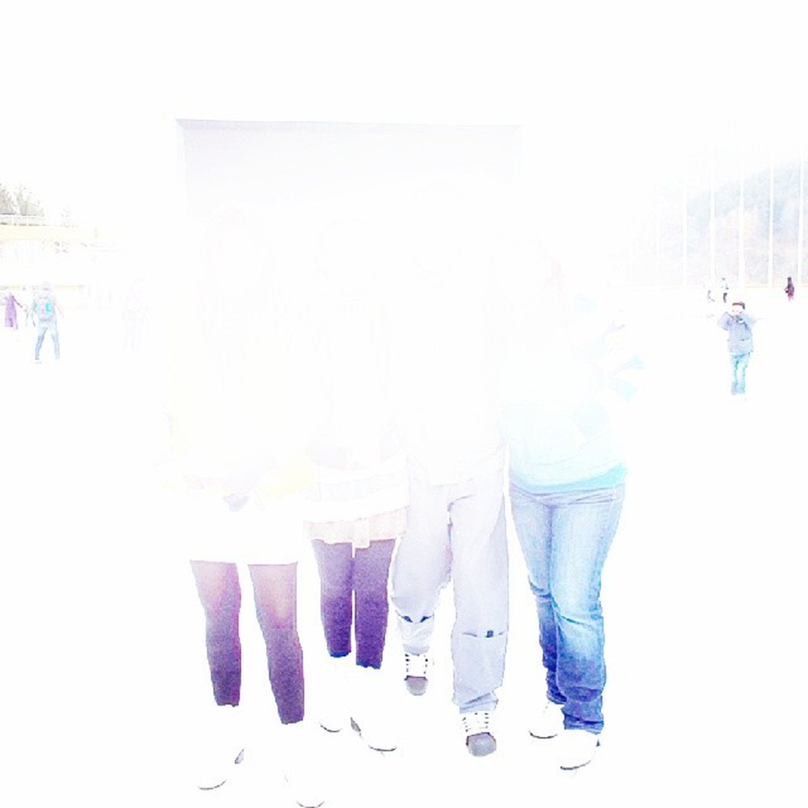 lifestyles, leisure activity, men, person, standing, large group of people, copy space, casual clothing, side by side, in a row, togetherness, rear view, day, walking, hanging, large group of objects, white color, medium group of people