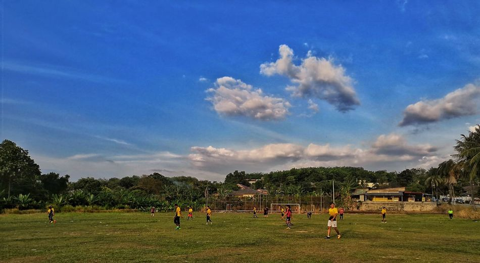 Bola kampung Sport Tree Sportsman Playing Sports Team Playing Field Soccer Sky Grass Cloud - Sky Soccer Goal
