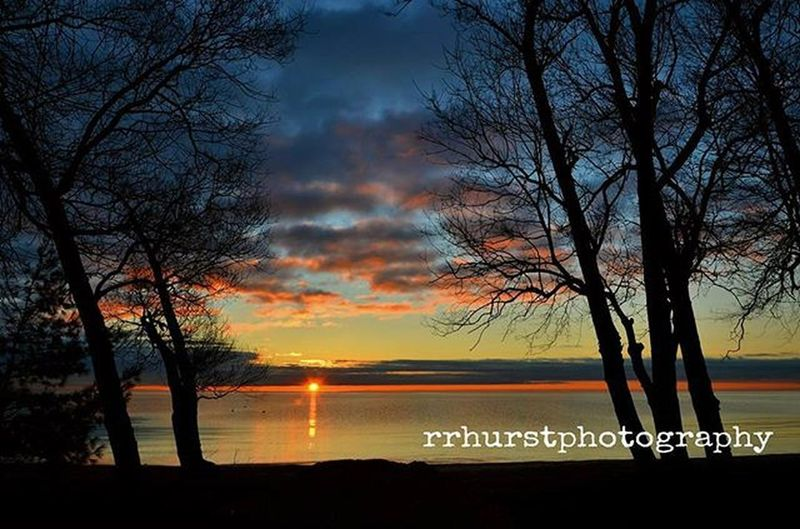 Beautiful.@outdoorphotomag @outdoorchanneltv Sunrise Mississauga Iphotographymagazine Lakeontario  Colourful Sunrise_sunsets_aroundworld Contrast Reflections Blueskies Outdoorphotography Nikonphotographer Prophotography Rrhurstphotography Artsburlington Latowphotographersguild