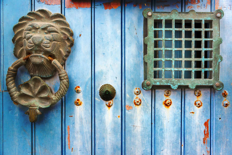 Old historic door knocker on a blue door in Cartagena, Colombia Antique Blue Brass Cartagena Cartagena De Indias Cartagena, Colombia Closed Colombia Door Doors Entrance Front Handle HEAD Home House Knob Knocker Lion Old Ornate Outdoors Style Traditional Wood