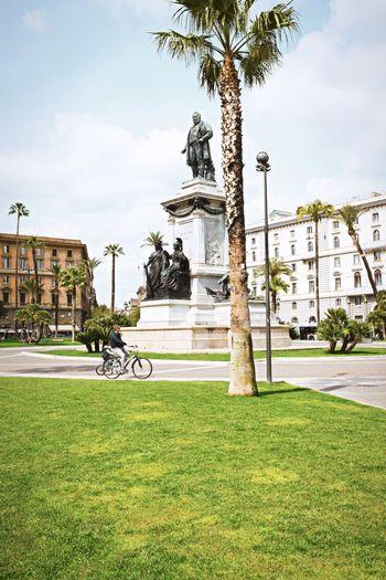 Cavour square // Priime Priimephoto Cavour Streetphotography FUJIFILM X100S X100S Fuji X100s Statue Bicycles Strangers