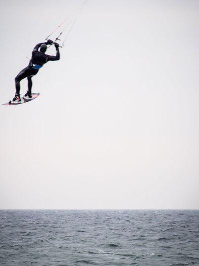 Surf's Up fly like a bird (in Kägsdorf)||| wir gern ein ich diesen verrückten Jungs und Mädels zuschaue 😍 Winter WOW Fly Surf Surfing Kite Beachphotography Beach Kühlungsborn Heimat EyeEm Best Shots - Nature Hello World Ostsee