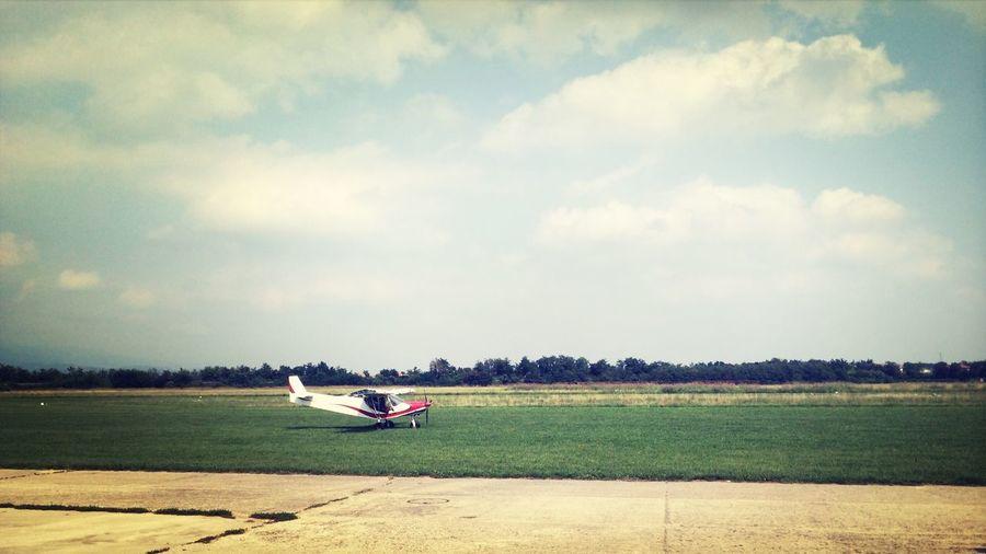 Mirando aviones con mis enanas. I love Planes :-)