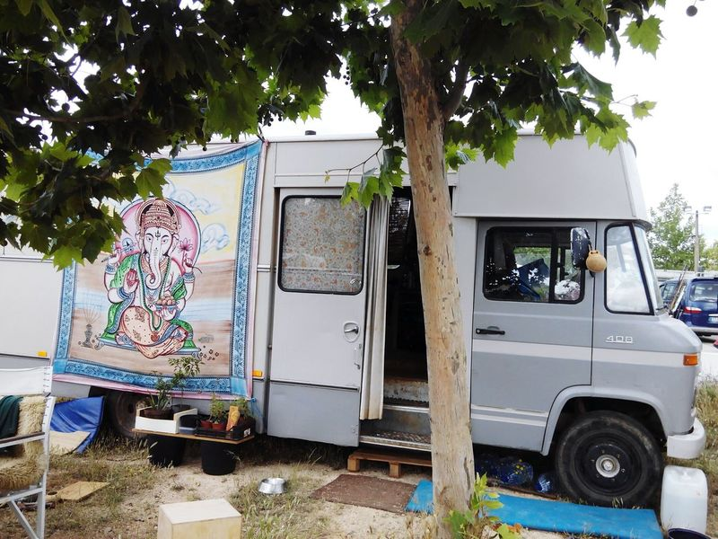 Tree Day Outdoors No People Sky Campinglife Growth Beauty In Nature Summer Rv Wohnmobil Autocaravana Motorhome Life Motorhome Land Vehicle Transportation Mode Of Transport The Way Forward Motorhomes Motorhome For Life Mobilehome