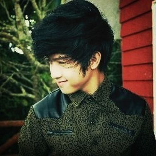 He's Ranz Kyle member of chicser I know I hate them but this guy I love him don't know why
